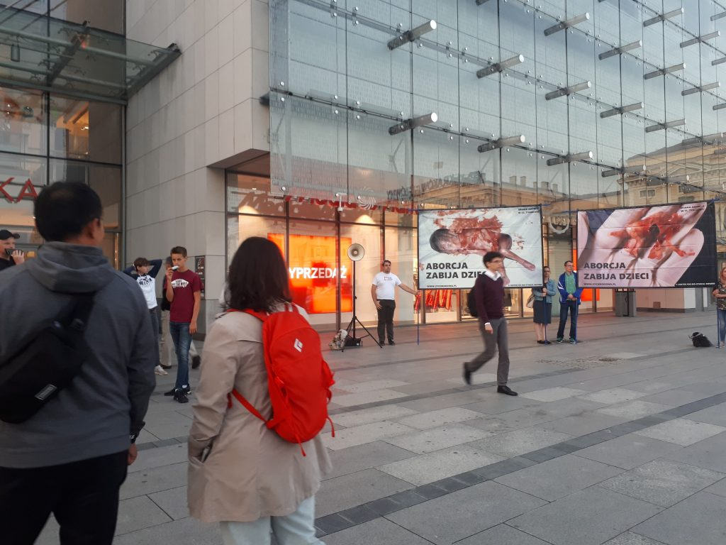 Pikieta antyaborcyjna Kraków - powstrzymać dzieciobójstwo