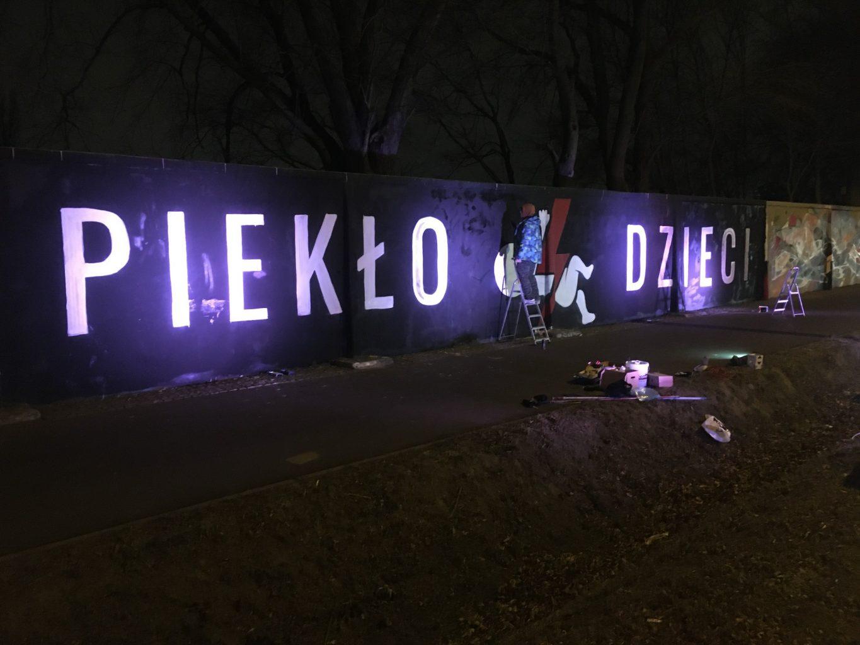 Piekło dzieci - wywiad z autorem muralu pro-life przy Torze Wyścigów Konnych w Warszawie