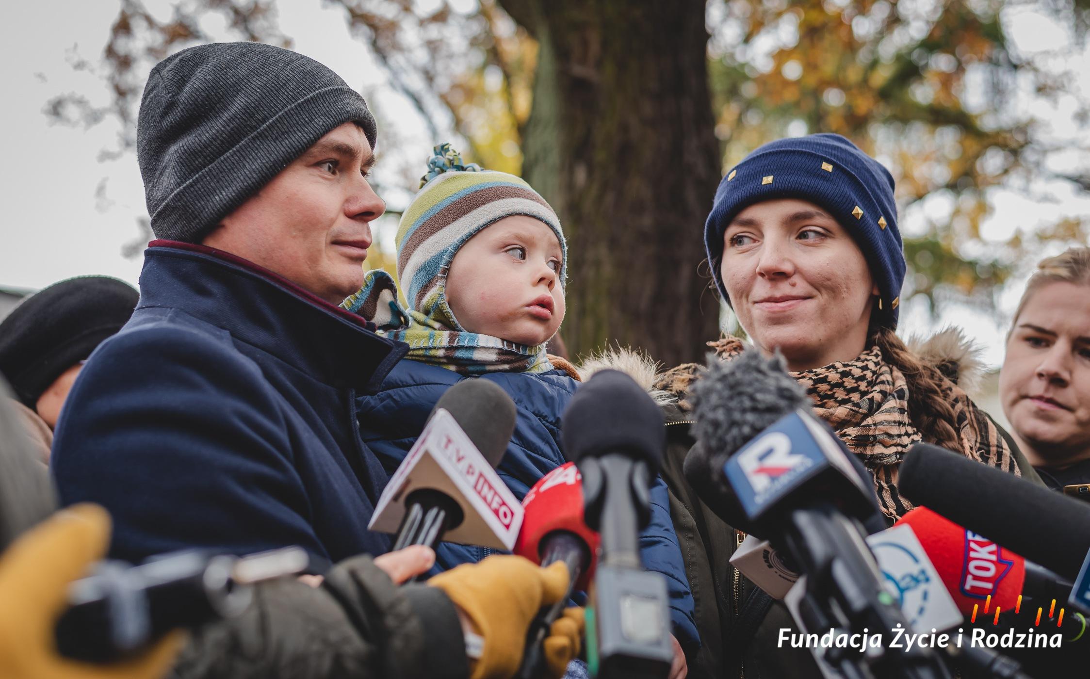 """""""Chcieliśmy tego wyroku"""" - rodzice niepełnosprawnych dzieci w 1. rocznicę orzeczenia Trybunału Konstytucyjnego ws. aborcji eugenicznej"""